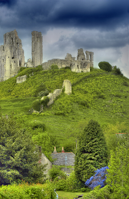 Ruins-of-Corfe-Castle-near-Dorset-England